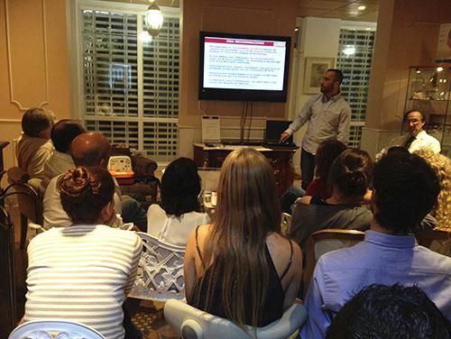 Sesión clínica sobre RCP y prevención de ébola