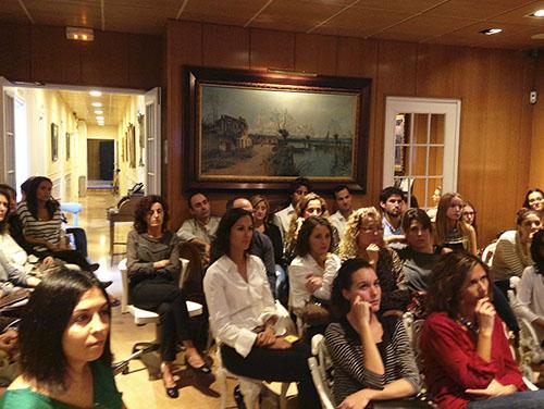 Sesión clínica sobre RCP y prevención de ébola. Asistentes.